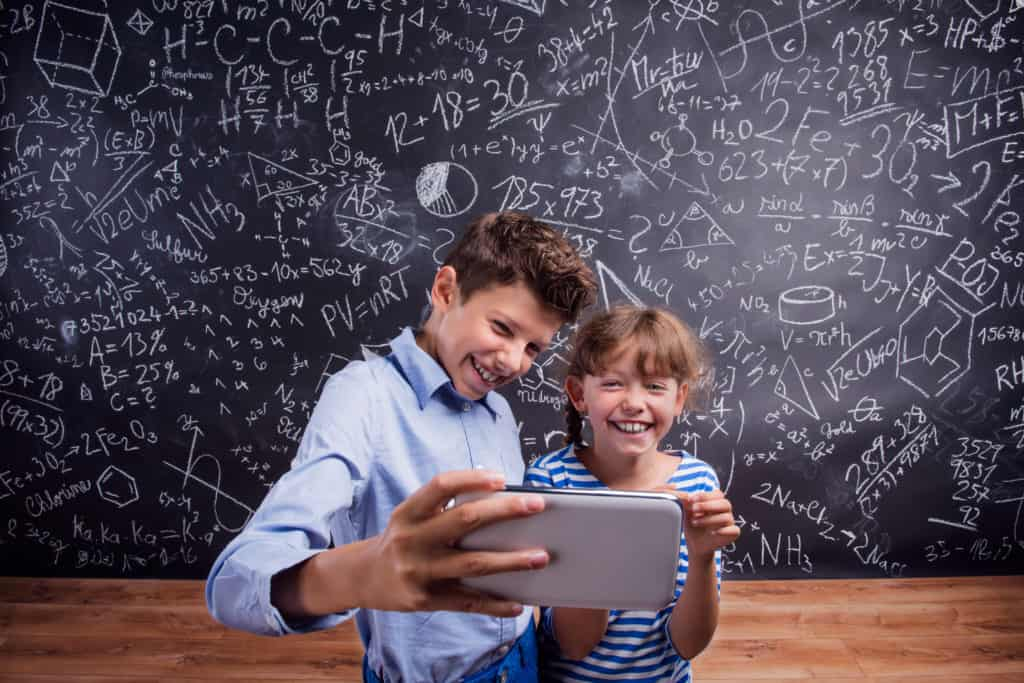 11 Reasons Why Cell Phones Shouldn't Be Allowed In School – SmartNutter